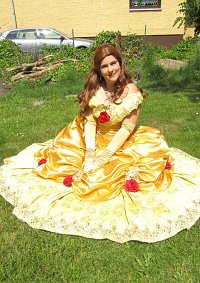 Cosplay-Cover: Belle (Gold Kleid)