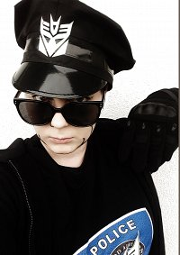 Cosplay-Cover: Barricade (Humanized)