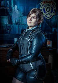 Cosplay-Cover: Rebecca Chambers Wesker Mode