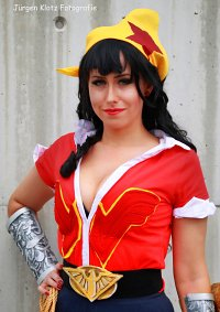 Cosplay-Cover: Wonder Woman (Bombshell Version)