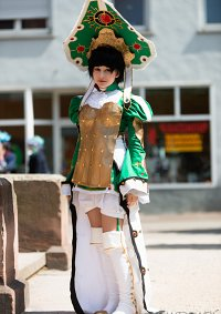 Cosplay-Cover: Empress Augusta Vradica of the New Human Empire