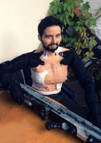 Cosplay-Cover: Adam Jensen (Deus Ex)