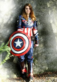 Cosplay-Cover: Captain America Armored Suit