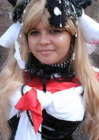 Cosplay-Cover: Chii in rotes Kleid