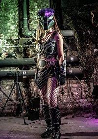 Cosplay-Cover: Huntress Machiko Noguchi