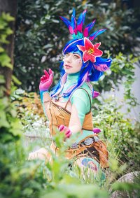Cosplay-Cover: Neeko the curious chameleon