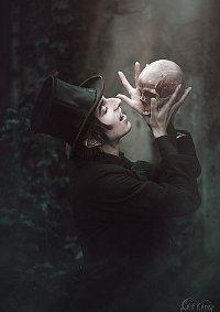 Cosplay-Cover: teuflischer Totengräber