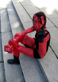 Cosplay-Cover: Hellboy (female)