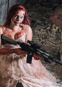 Cosplay-Cover: Horror Braut