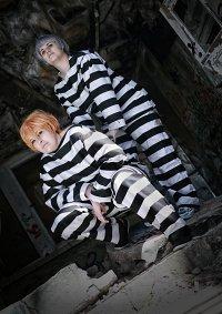 Cosplay-Cover: Momo (Gefängniskutte)