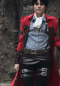 Cosplay-Cover: Levi Ackerman (Red coat)