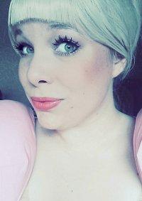 Cosplay-Cover: Charlotte La Bouff Ball Grown