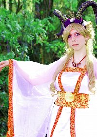 Cosplay-Cover: Queen Aries [Widder]