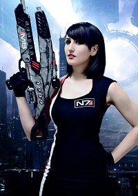 Cosplay-Cover: Commander Shepard (Club Outfit)