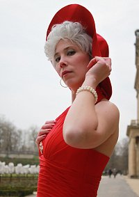 Cosplay-Cover: Madame Lapin [Rotes Kleid]