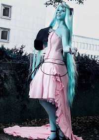 Cosplay-Cover: Miku Hatsune Dark Woods Circus
