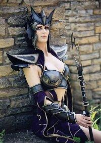 Cosplay-Cover: Dark Elf Sorceress