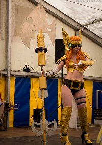 Cosplay-Cover: Angela