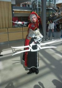 Cosplay-Cover: Schwester Paula (Inquisition)