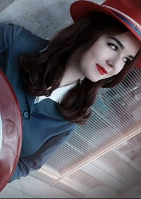 Cosplay-Cover: Peggy Carter [Blue Suit]