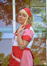 Cosplay-Cover: Caroline Channing (TbG and the extra work)