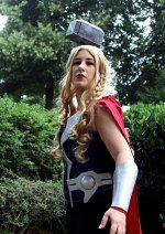 Cosplay-Cover: Lady Thor Odinson