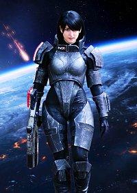 Cosplay-Cover: Commander Shepard (femshep)