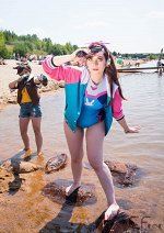 Cosplay-Cover: Beach Fun - D.Va