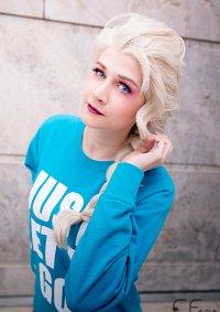 Cosplay-Cover: Pyjama Elsa