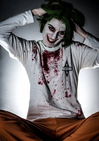 Cosplay-Cover: The Joker [Arkham Uniform]