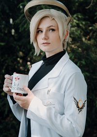 "Cosplay-Cover: Angela ""Mercy"" Ziegler [Doctor]"
