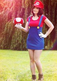 Cosplay-Cover: Super Mario (genderbend)