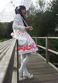 Cosplay-Cover: Angelic Pretty - Milky Berry JSK - white