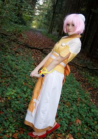 Cosplay-Cover: Estelle [gracious waitress]