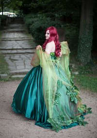 Cosplay-Cover: Poison Ivy Ball Gown