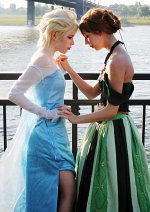 Cosplay-Cover: Elsa von Arendelle (Eisoutfit)