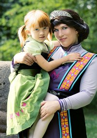 Cosplay-Cover: Queen Idun of Arendelle