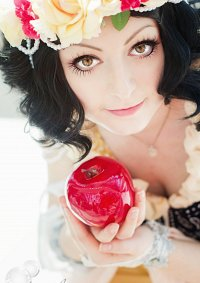 Cosplay-Cover: Art Nouveau Snow White (Hannah Alexander Artwork)