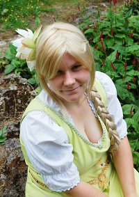 Cosplay-Cover: Goldbeere