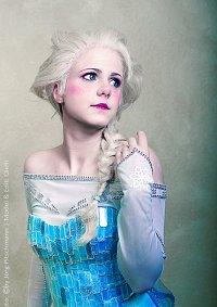 Cosplay-Cover: Elsa von Arendelle (Eiskleid)