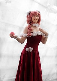 Cosplay-Cover: Lacus Clyne [Red Party Dress]