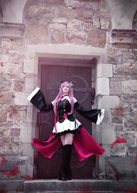 Cosplay-Cover: Krul Tepes - The Queen