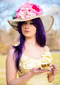 Cosplay-Cover: Rarity (Yellow Dress)