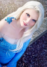Cosplay-Cover: Elsa von Arendelle [Traveldress] Frozen 2