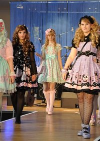 Cosplay-Cover: Fantasic Dolly (Fashion Show Edition)