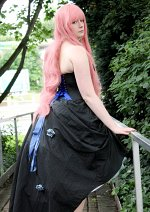 Cosplay-Cover: Luka Megurine [Blue Roses]