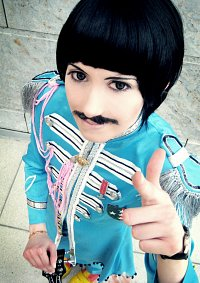 Cosplay-Cover: Paul McCartney [Sgt. Pepper's Lonely Hearts Club]