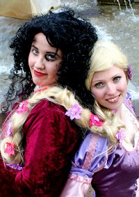 Cosplay-Cover: Mutter Gothel (Rapunzel)