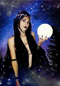 Cosplay-Cover: Nyx (Göttin und Personifikation der Nacht)