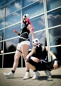 Cosplay-Cover: Team Skull Rüpel (female)